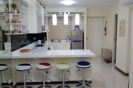 Affordable 2BR Posh Flat in San Juan - 奎松城 - 公寓