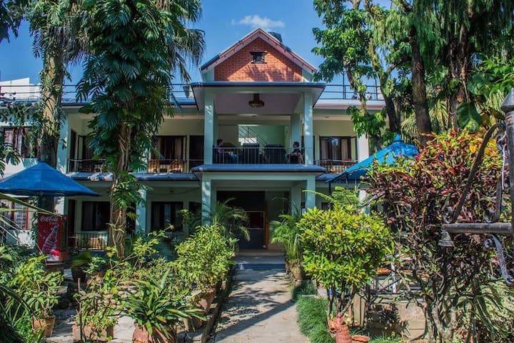 1) Yeti Guest House w/o B'fast, Lakeside, Pokhara