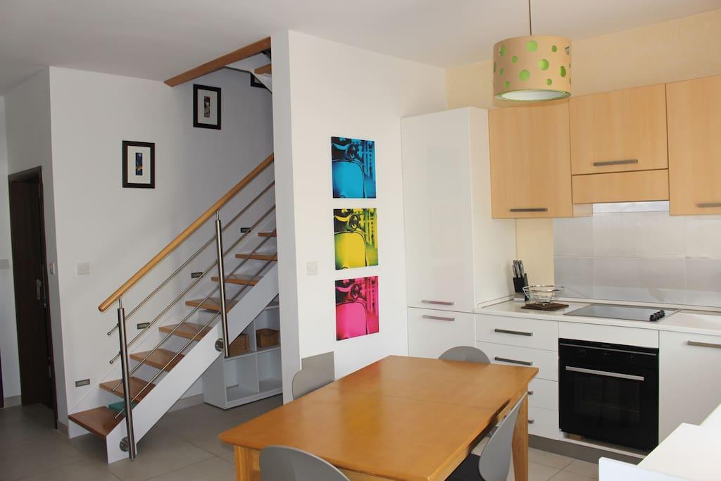 Fully furnished kitchen, dishwasher and washing machine