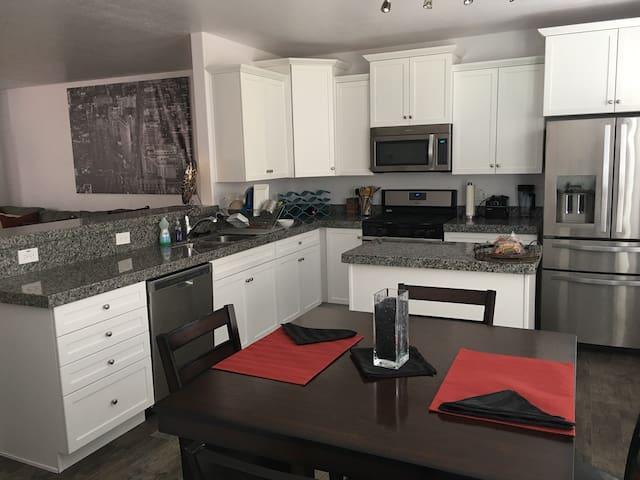 Amazing room in new modern townhome - Salt Lake City - Casa
