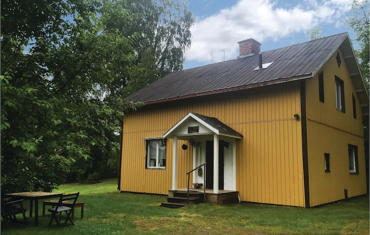 Holiday cottage with 4 bedrooms on 124 m² in Ekshärad
