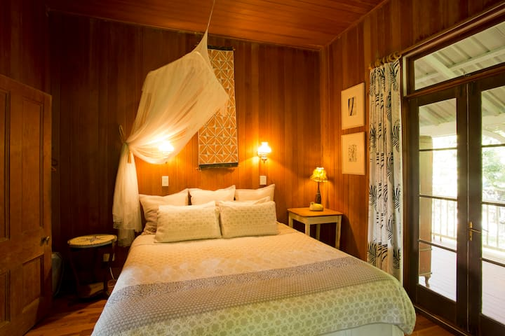 The second bedroom, with queen bed, romantic mosquito net and old fashioned lamps.