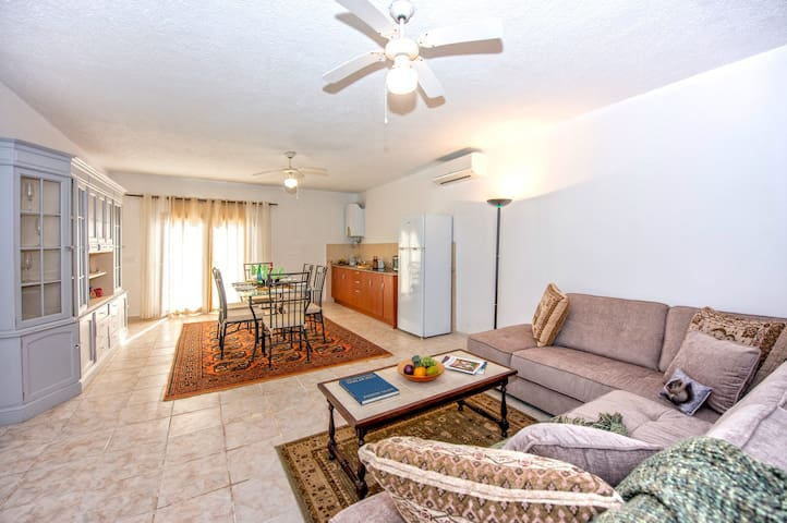 Lower Level Apt in Villa with use of Private Pool