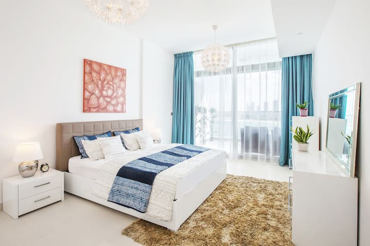 Luxurious 1 BD, Palm Jumeirah w/ Burj Al Arab View