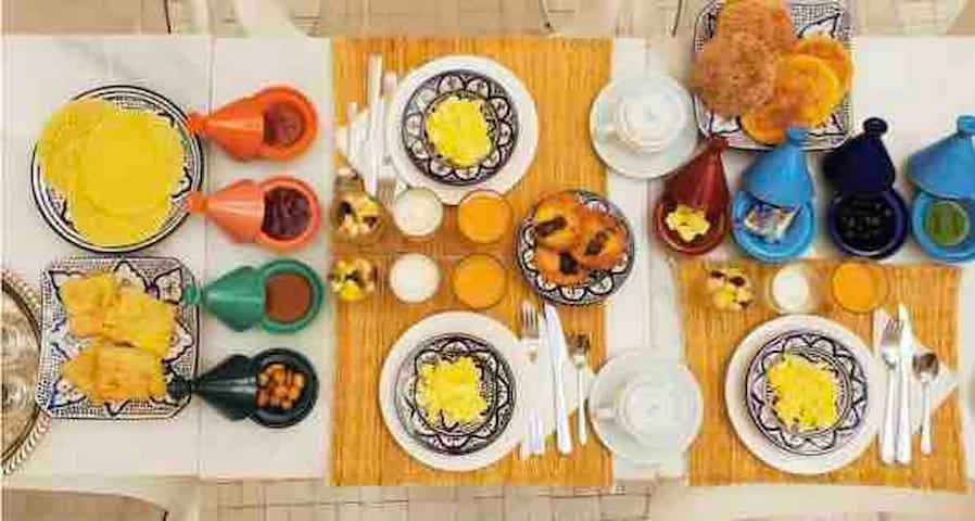 Petit déjeuner Royal Continental  Inclus dans le prix de la chambre