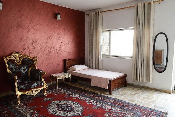 Room in lovely house in the center of Baghdad