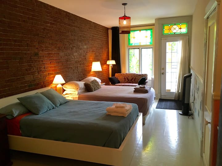 2 BEDS: up to 4 guests ! Private entrance. J.Talon