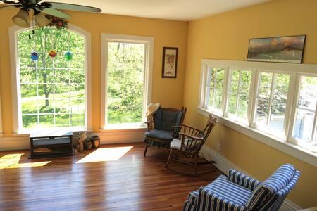 Upstairs sunroom/bedroom suite - Fairfield