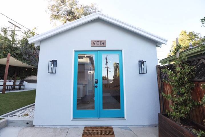 Hidden Highland Park Bungalow with separate entrance and keypad