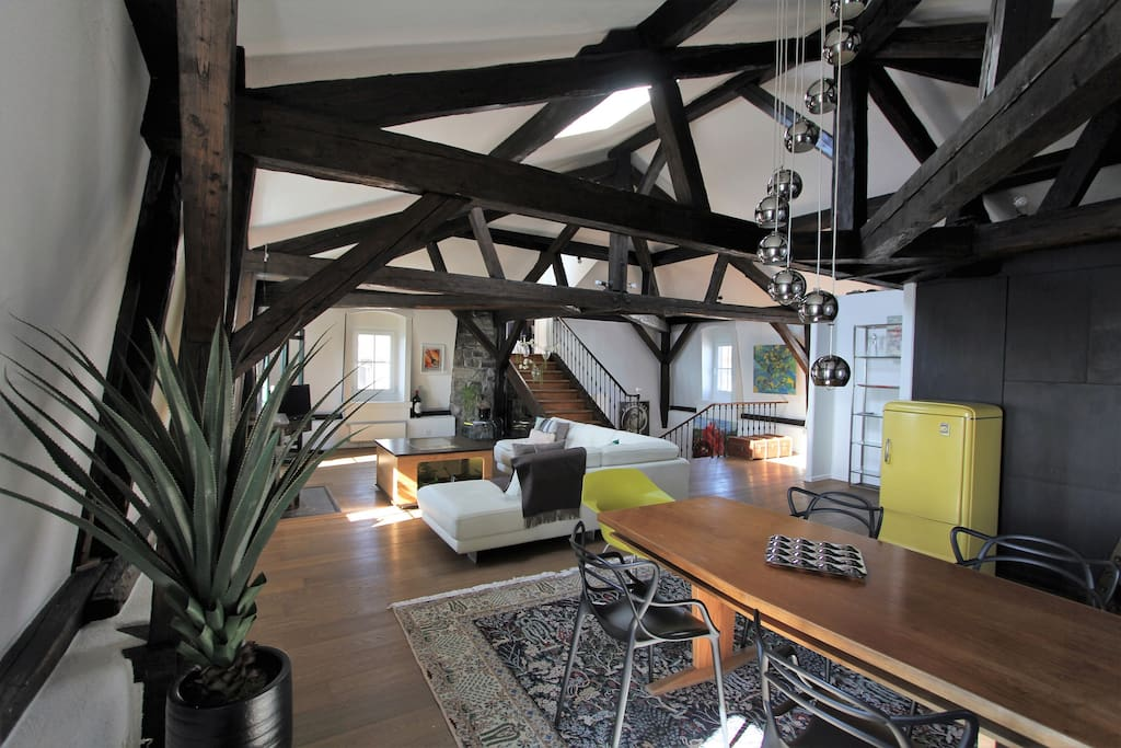 The living-room and its high ceiling, with wooden beams