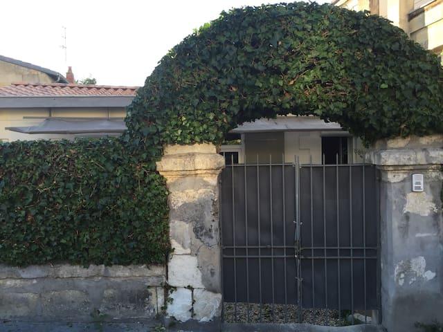 Charmante petite maison à Bordeaux avec jardin.