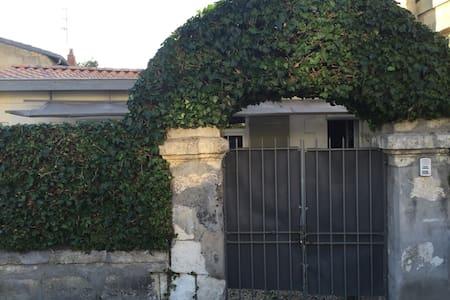 Charmante petite maison à Bordeaux avec jardin. - Bordeaux - Dům