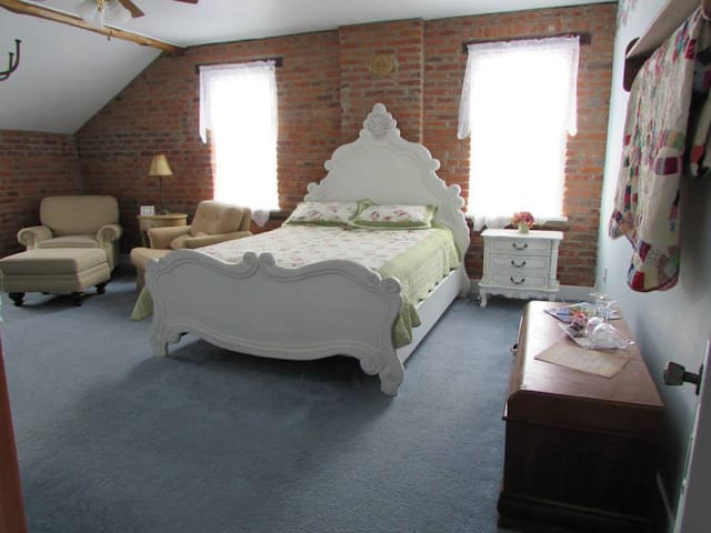 Historic B&B in the Amana Colonies (#2) - Homestead - Bed & Breakfast