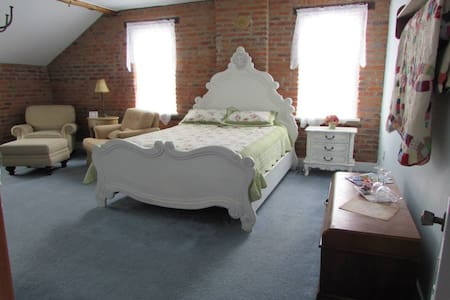 Historic B&B in the Amana Colonies (#2)