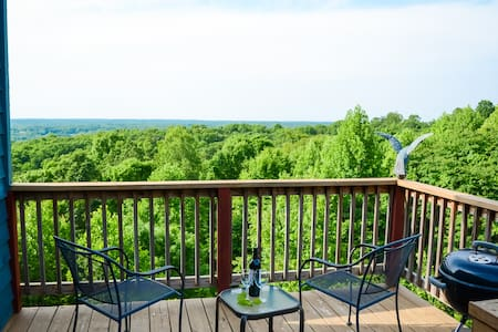 Awesome View Treetop Suite with Jetted Spa Tub