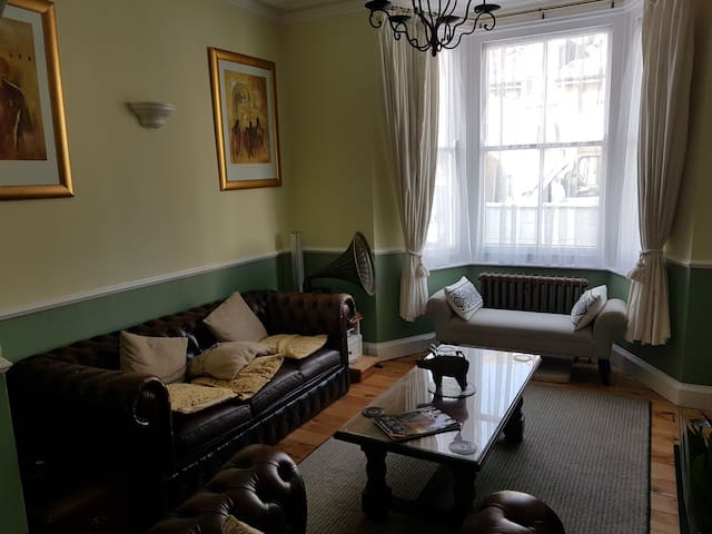 Terrace house with original features