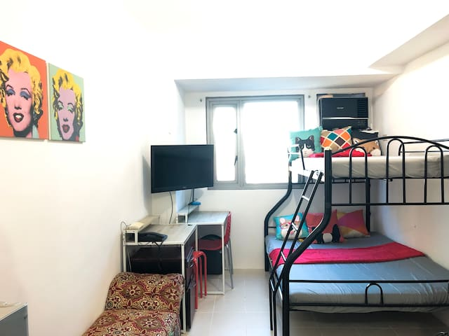 Studio at Vito Cruz Taft, highly accessible + wifi
