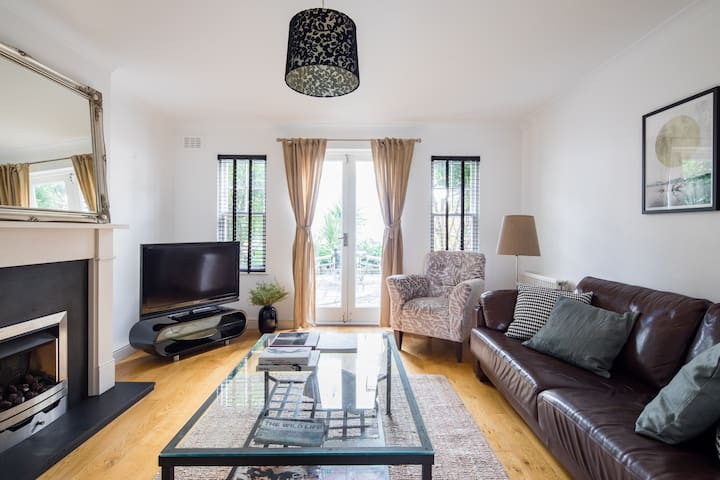 Stylish 2-bed house with garden - Hackney