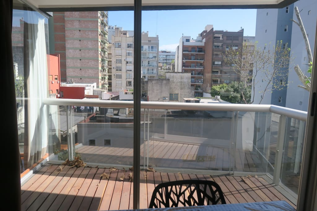 A beautiful glass sliding door to unite the living room with the balcony.