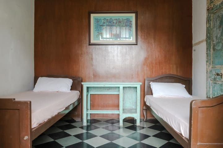 Cosy Private 2 beds, near CST railway station