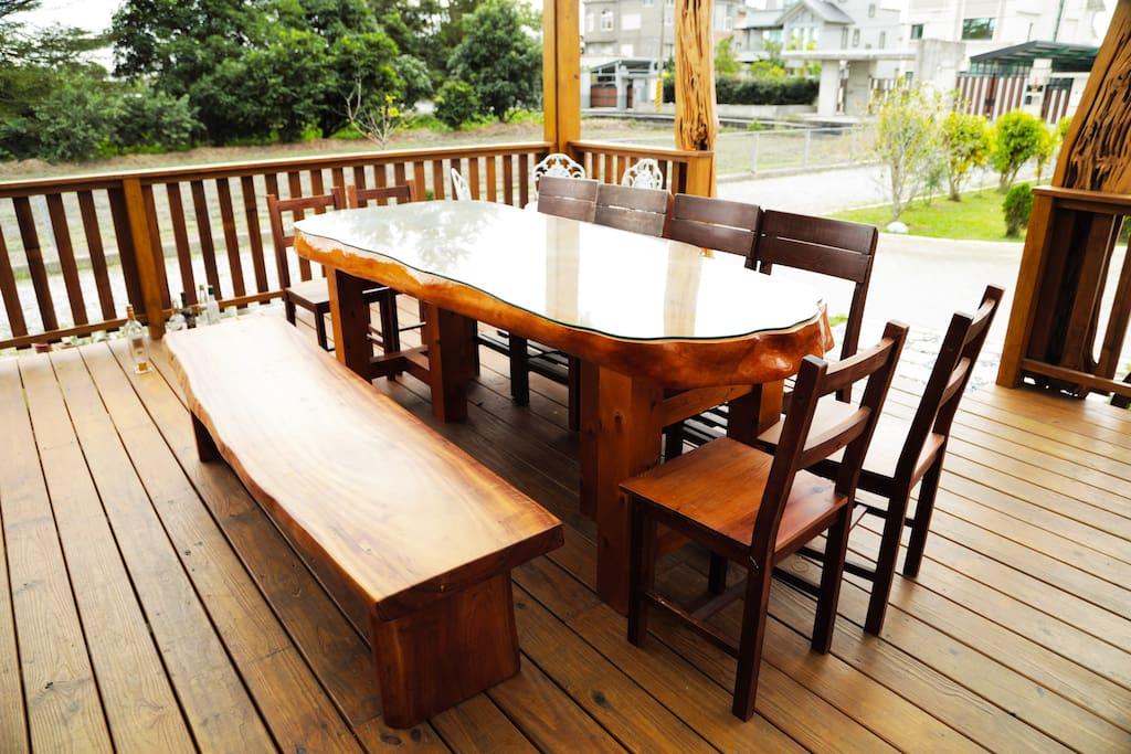 戶外木製平台檜木餐桌