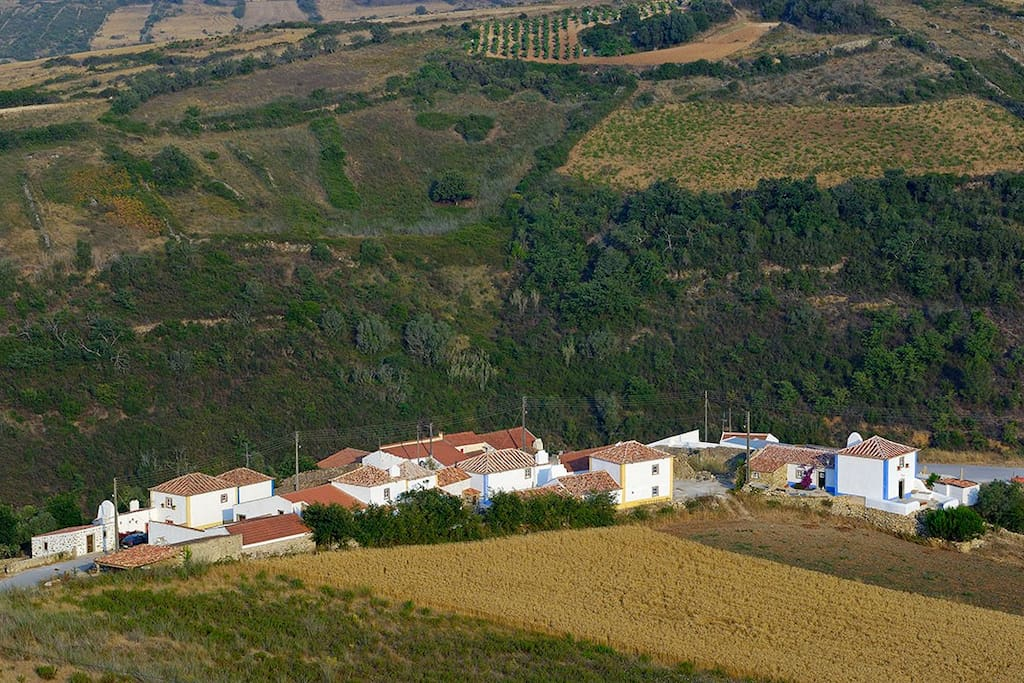 Aldeia da Mata Pequena is a small rural village, stubbornly restored to keep its 300 years old authenticity.