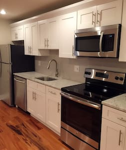 Modern1 BR Apt free parking near downtown/ Geno's - Philadelphia