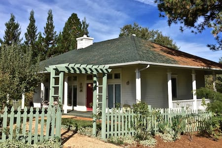 Bucolic 2-Bedroom Cottage - Grass Valley - Hus
