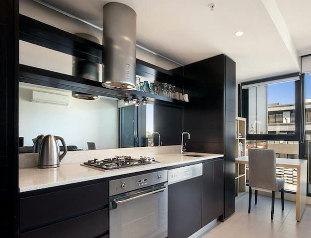 Modern Apt, Close to Shops & Cafes, 4KM to CBD - Richmond - Appartement
