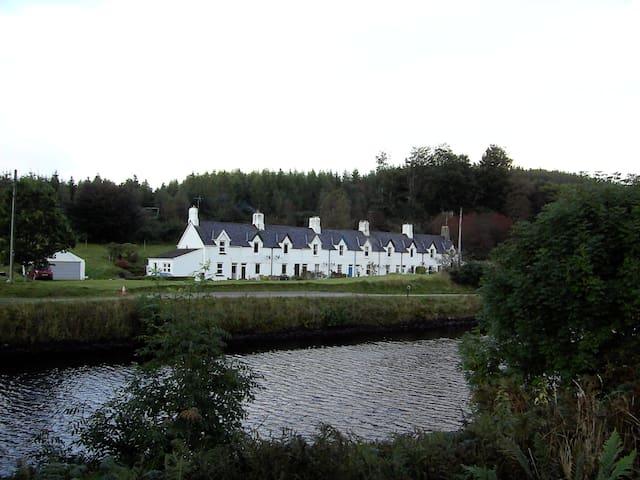 Crinan Canal Cottage, Cairnbaan, Lochgilphead