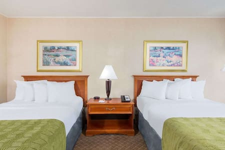 Cumberland Ramada Inn -2 Double Beds