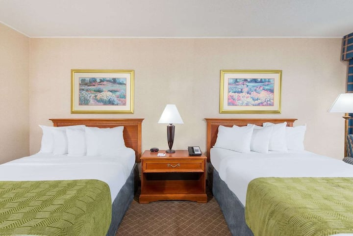 Cumberland Ramada Inn -2 Double Beds