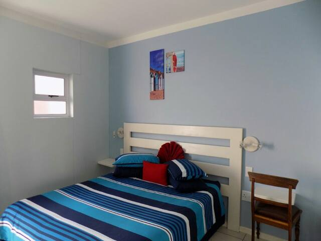 CAPE POINT SELF CATERING GROUND FLOOR APARTMENT