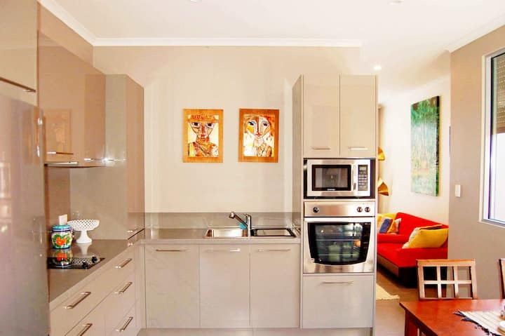 Petlet 23: 2YO Contemporary Home w/ Asian Vibe.