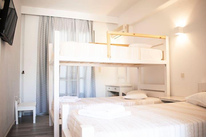 Standard Triple Room 4 (Polos Hotel)