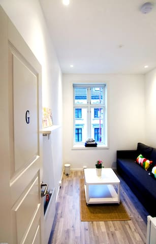 Lovely and ligth room,close to city centre, Room G