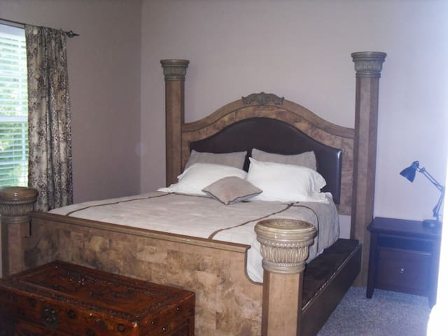 Master Bedroom #1 Queen bed (2 firm & 2 soft pillows) w/Master bathroom. Hope chest has extra pillows and blankets.