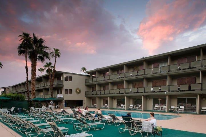 Private room in Bed & Breakfast - Palm Springs - Bed & Breakfast