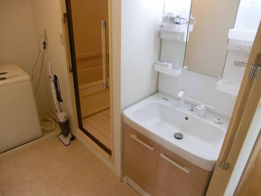 Sink/bath area