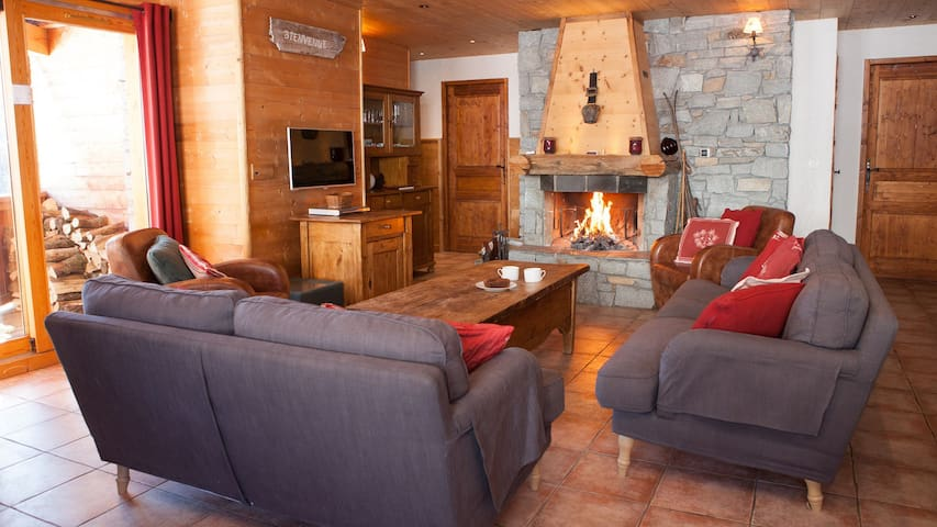 4 Saisons, 3 ensuite beds, fire, ski-in/out, sauna