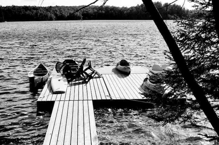 Kawartha Lakes Cottage: Big Dock & Lake Views