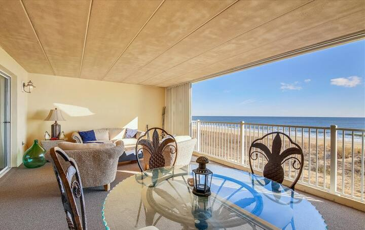 ⭐️NEW LISTING Direct Oceanfront Huge Balcony Pool⭐️