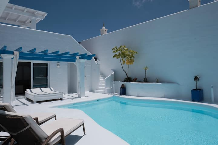 Villa Santorini with private pool