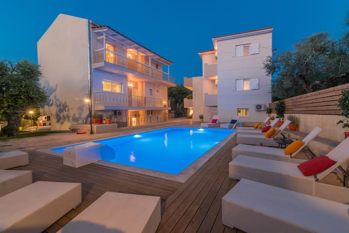 Asante Group Holiday Homes - Pool & Buildings