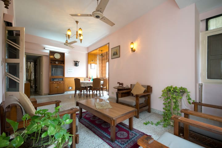 Living by the Greens (First Floor) - New Delhi - House