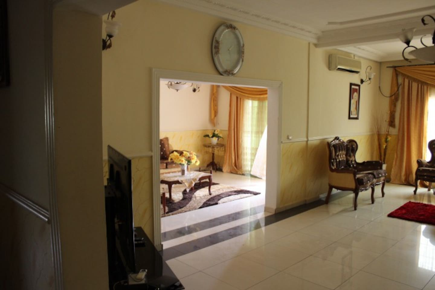 Appart Meubl 3 Pi Ces Bastos Apartments For Rent In Yaound  # Meuble Tv Yaounde