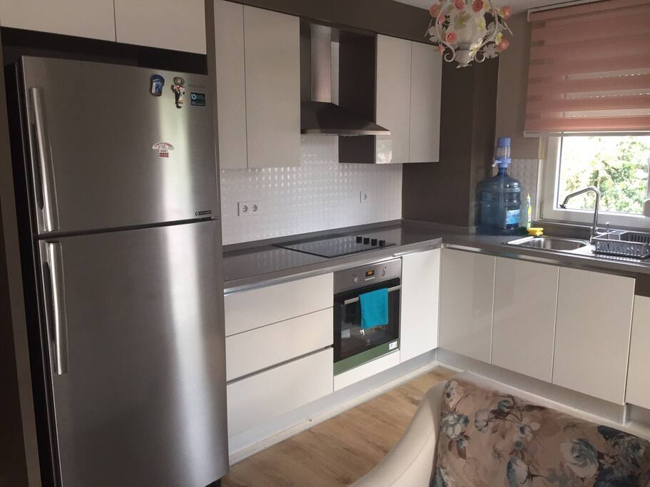 Fully furnished kitchen with all excellent condition appliances.