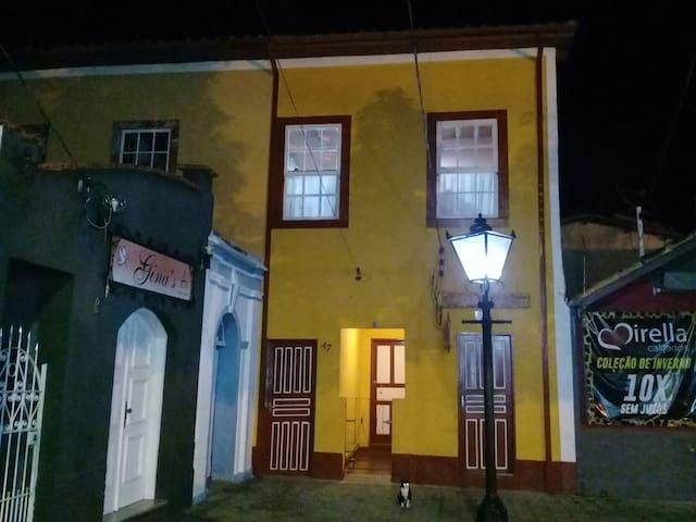 Casa Centenária  localizado no coração da cidade!