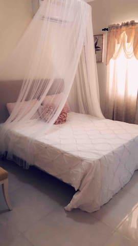 Third bedroom with air conditioner, la tercera habitación con aire acondicionado
