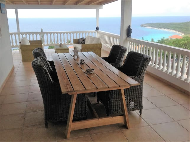 Villa with spacious view on Cas Abao